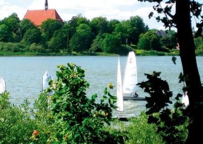Segeln auf dem Bordesholmer See ist auch für die Gäste möglich. Koordination über den Bordesholmer Segelverein e.V. Foto: Ronald Büssow